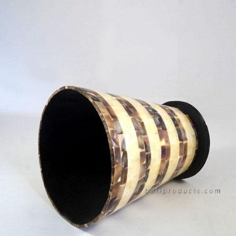 Round Vase Penshell Brown White