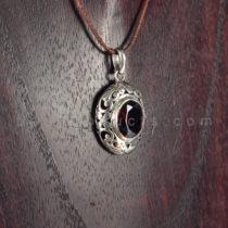 Pendant Oval Motif Permata Diamondcut Merah Darah