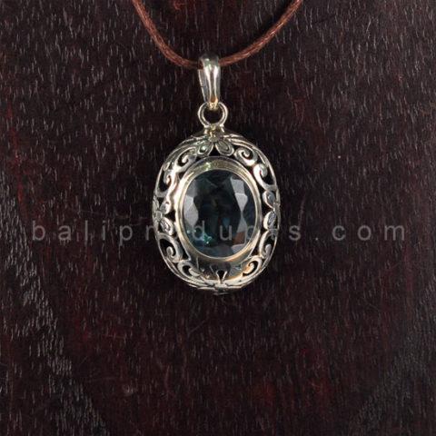 Pendant Oval Motif Permata Diamond Cut Biru